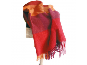 Sheep wool blanket with fringe - RED